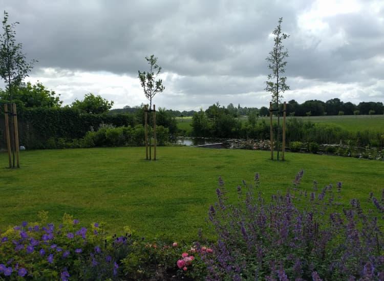 kleurrijke-tuin-aan-het-water-nietap-10