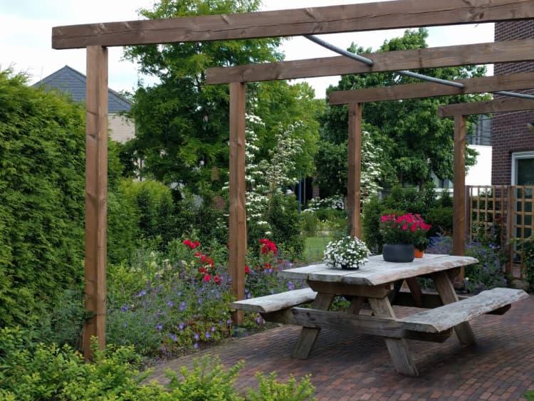 kleurrijke-tuin-aan-het-water-nietap-5